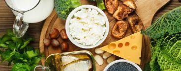 queijos, sardinhas, leite, couve e brócolos