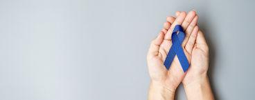 laço azul símbolo da luta contra o cancro colorretal