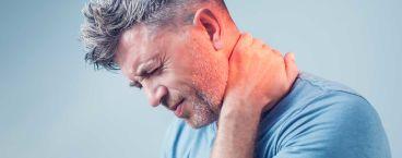 homem com dor na região cervical