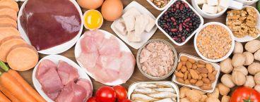 fígado, carne de aves e frutos secos