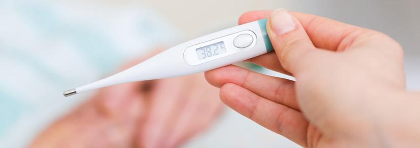 termómetro a indicar 38,2 de febre