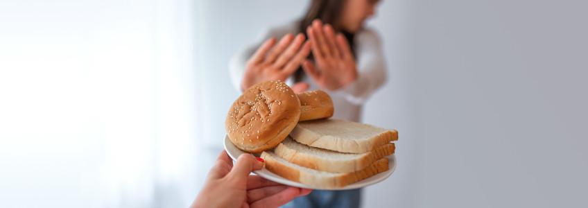 Mulher a recusar pão